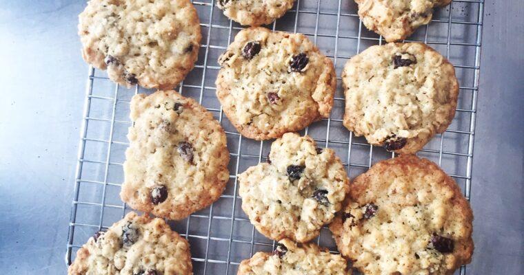 Crispy Crunchy Oatmeal Raisin Cookies